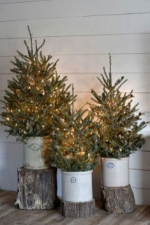 Gorgeous Farmhouse Christmas Tree Decoration Ideas 05