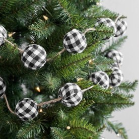 Gorgeous Farmhouse Christmas Tree Decoration Ideas 28