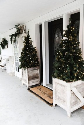 Gorgeous Farmhouse Christmas Tree Decoration Ideas 33