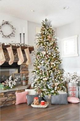 Gorgeous Farmhouse Christmas Tree Decoration Ideas 44