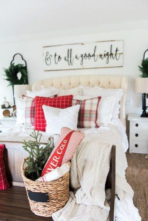 Gorgeous Farmhouse Christmas Tree Decoration Ideas 54