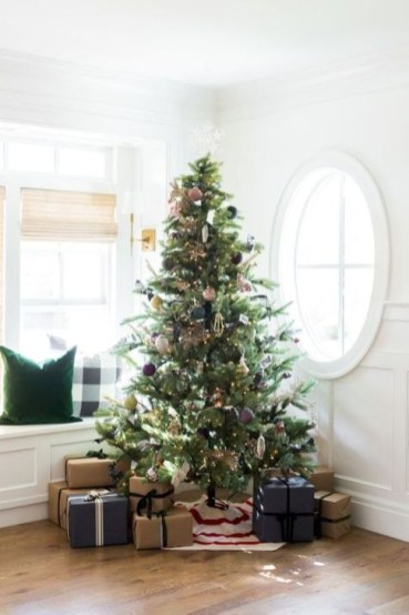 Gorgeous Farmhouse Christmas Tree Decoration Ideas 57