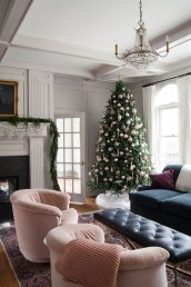 Inspiring Christmas Decoration Ideas For Your Living Room 30