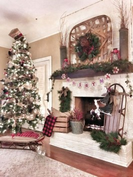 Inspiring Christmas Decoration Ideas For Your Living Room 36