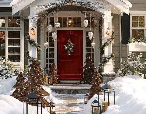 Marvelous Christmas Entryway Decoration Ideas 16