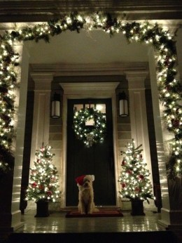 Marvelous Christmas Entryway Decoration Ideas 32
