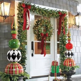 Marvelous Christmas Entryway Decoration Ideas 36