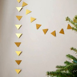 Minimalist Christmas Decoration On A Budget 33