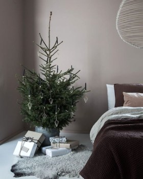 Minimalist Christmas Decoration On A Budget 40