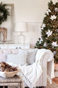 Popular Winter Living Room Design For Inspiration 19