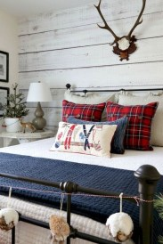 Pretty Christmas Decoration Ideas For Your Bedroom 08