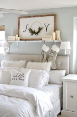 Pretty Christmas Decoration Ideas For Your Bedroom 11