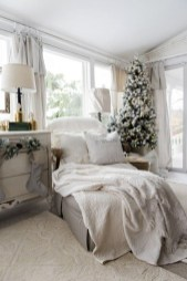 Pretty Christmas Decoration Ideas For Your Bedroom 15