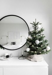 Pretty Christmas Decoration Ideas For Your Bedroom 16
