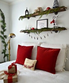 Pretty Christmas Decoration Ideas For Your Bedroom 25