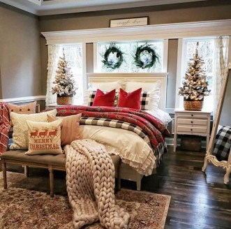 Pretty Christmas Decoration Ideas For Your Bedroom 30