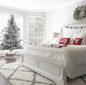 Pretty Christmas Decoration Ideas For Your Bedroom 39