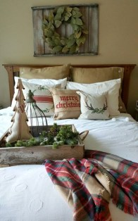 Pretty Christmas Decoration Ideas For Your Bedroom 41
