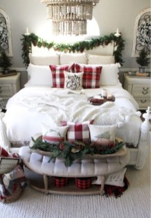 Pretty Christmas Decoration Ideas For Your Bedroom 43