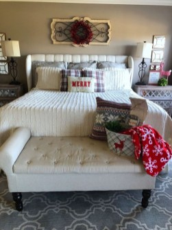 Pretty Christmas Decoration Ideas For Your Bedroom 46
