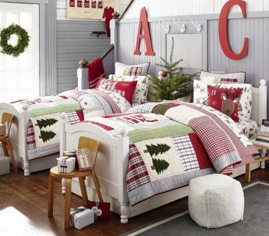 Pretty Christmas Decoration Ideas For Your Bedroom 48