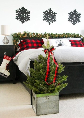 Pretty Christmas Decoration Ideas For Your Bedroom 50