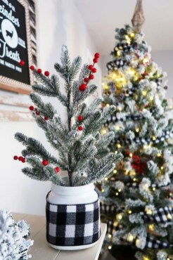 Rustic Farmhouse Christmas Decoration Ideas 18