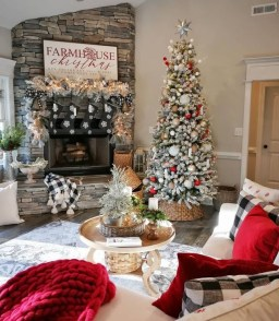 Rustic Farmhouse Christmas Decoration Ideas 21