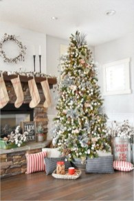 Rustic Farmhouse Christmas Decoration Ideas 33