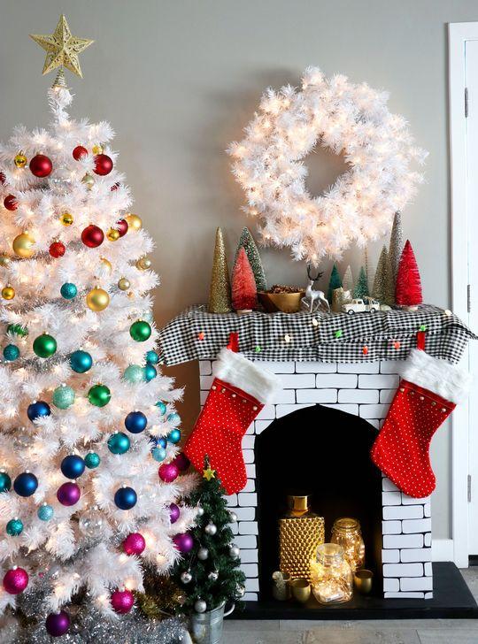 Smart Fireplace Christmas Decoration Ideas 20