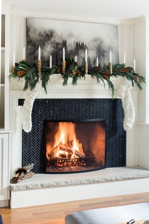 Smart Fireplace Christmas Decoration Ideas 21