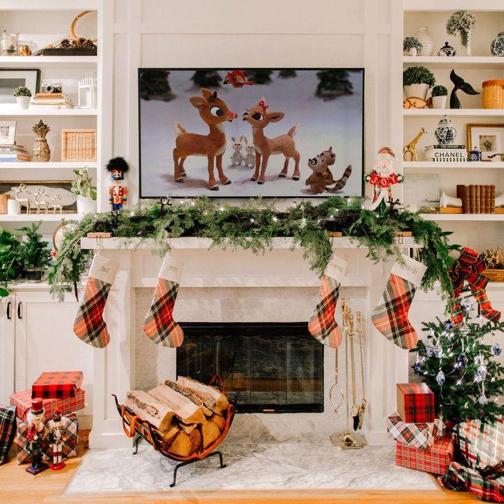 Smart Fireplace Christmas Decoration Ideas 27