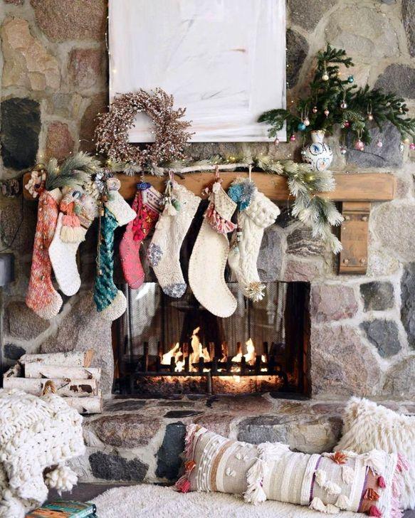 Smart Fireplace Christmas Decoration Ideas 28