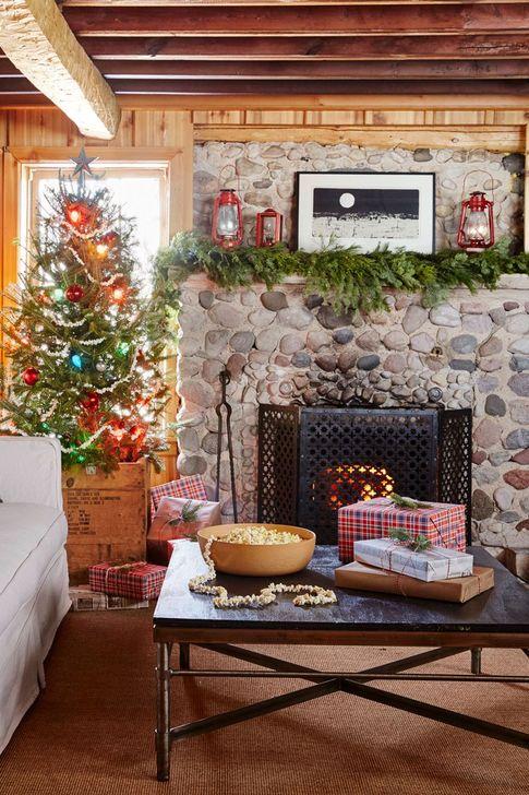Smart Fireplace Christmas Decoration Ideas 44