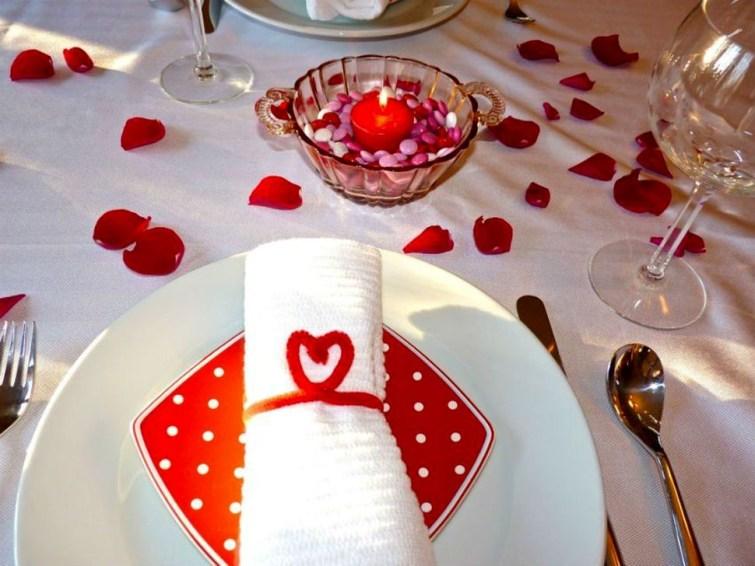 Beautiful Valentines Day Table Decoration Ideeas 25