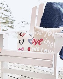 Best Ideas To Decorate Your Porch For Valentines Day 05