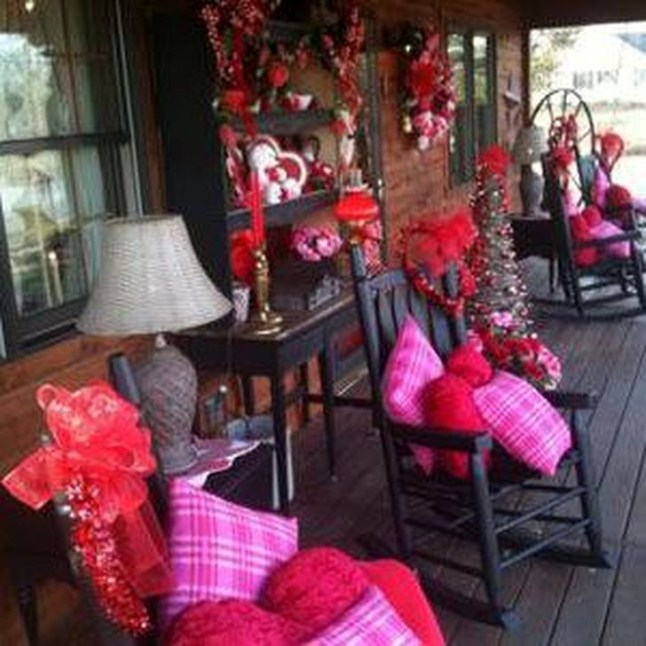 Best Ideas To Decorate Your Porch For Valentines Day 15