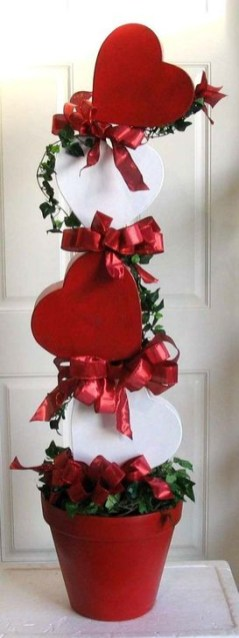 Best Ideas To Decorate Your Porch For Valentines Day 19