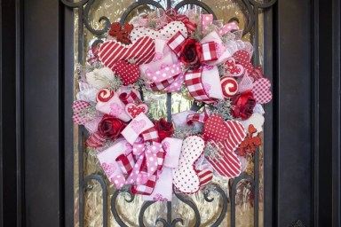 Best Ideas To Decorate Your Porch For Valentines Day 23