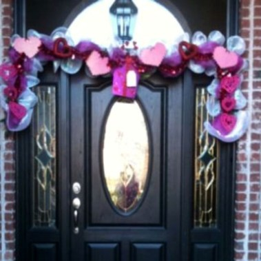 Best Ideas To Decorate Your Porch For Valentines Day 34
