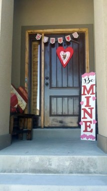 Best Ideas To Decorate Your Porch For Valentines Day 35