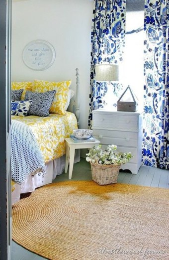 Delightful Yellow Bedroom Decoration And Design Ideas 33