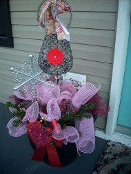 Elegant Front Porch Valentines Day Decor Ideas 13