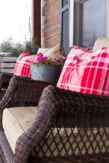 Elegant Front Porch Valentines Day Decor Ideas 22