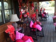 Elegant Front Porch Valentines Day Decor Ideas 35