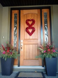 Elegant Front Porch Valentines Day Decor Ideas 36