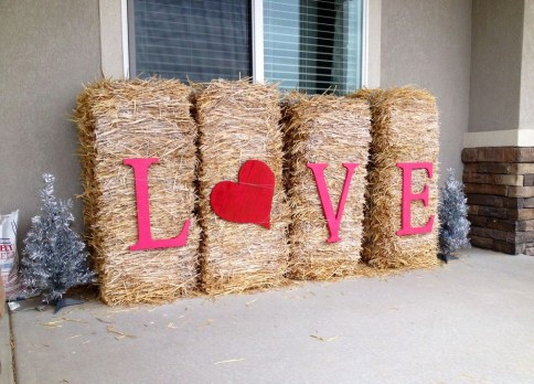 Elegant Front Porch Valentines Day Decor Ideas 55