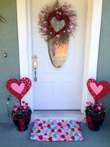 Elegant Front Porch Valentines Day Decor Ideas 58
