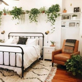Elegant Small Master Bedroom Inspiration On A Budget 01