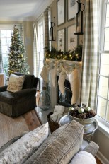 Gorgeous Winter Family Room Design Ideas 10